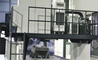 樓梯式(电箱、油冷、液压器)擺設整齊